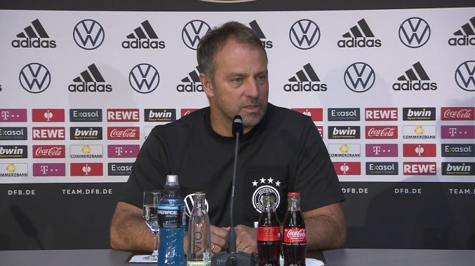 Hansi Flick in der DFB-Pressekonferenz vor dem Spiel gegen Rumänien